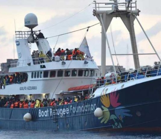 Med migrant aid boat Golfo Azzurro