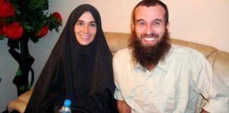 Amanda Lindhout (L), a Canadian freelance reporter, and Nigel Brennan, a freelance Australian photojournalist
