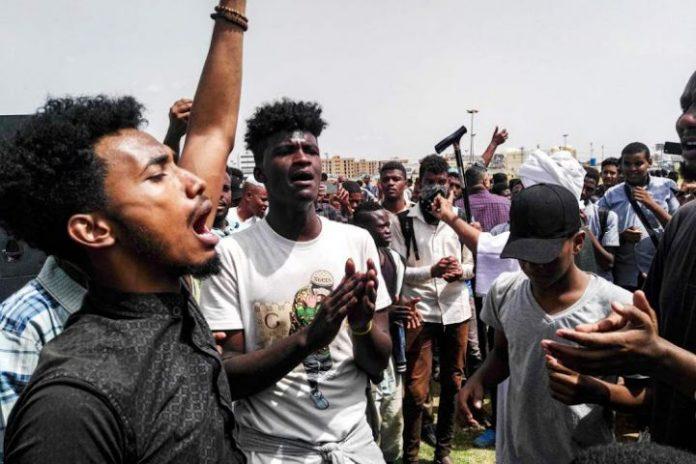 Sudanese police fire tear gas at Khartoum martyrs rally