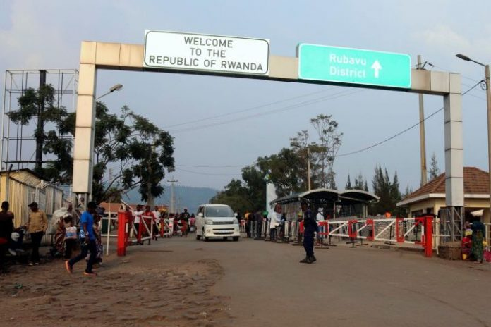 Rwandans stopped from crossing to Ebola city