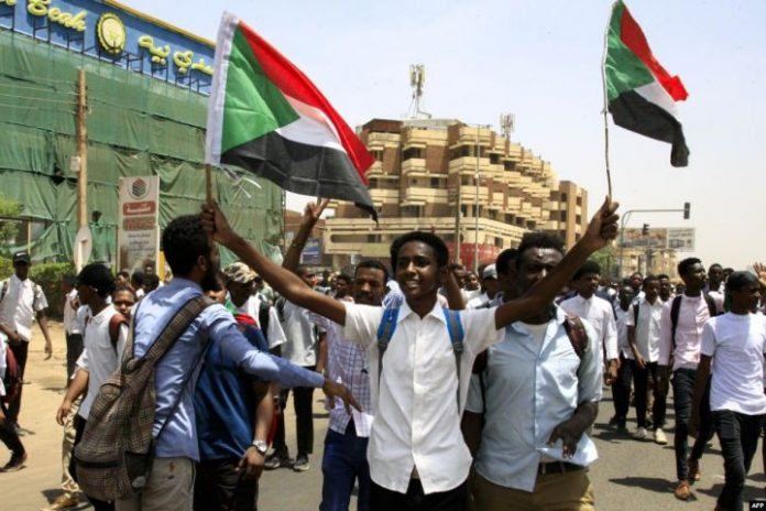 Sudan military, protesters to sign deal on civilian rule