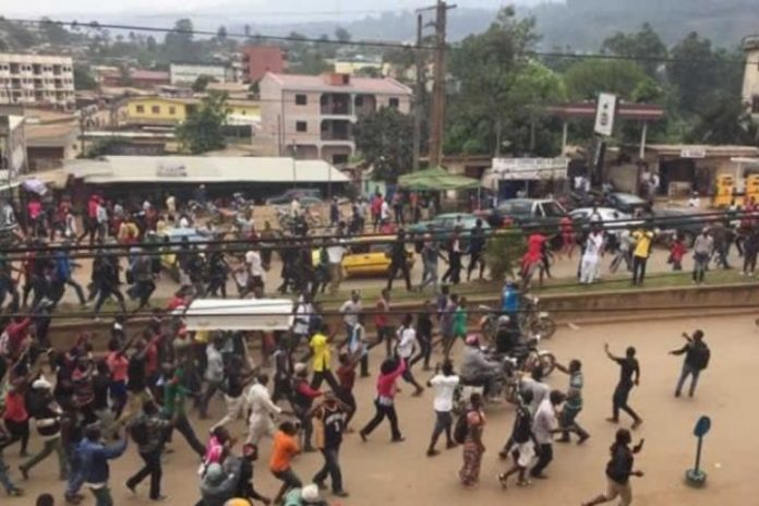 Violence, gunshots mar school opening in Cameroon Anglophone